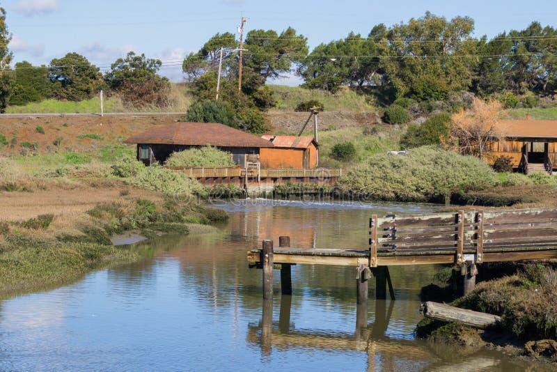 观察台和水平面控制站在背景中,唐爱德华兹野生生物保护区,佛瑞蒙,旧金山湾区, 库存照片