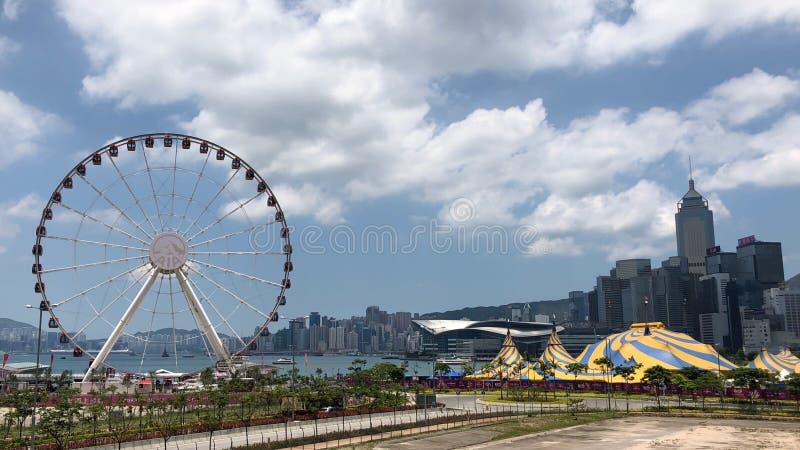 观察在维多利亚港附近把中部区引入在香港 免版税库存照片