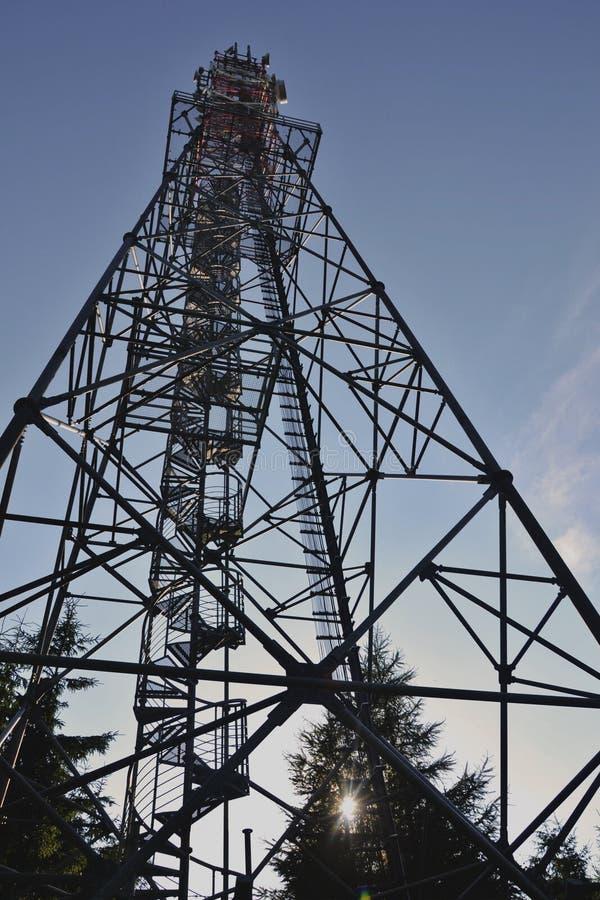Download 观察塔 库存图片. 图片 包括有 楼梯, 监视, 耸立, 光芒, 查看, 结构树, 天空 - 72354777
