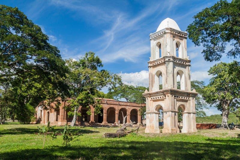 观测塔和糖厂圣伊西德罗de在近洛斯因赫尼奥斯山谷谷的los Destiladeros主楼  免版税库存照片