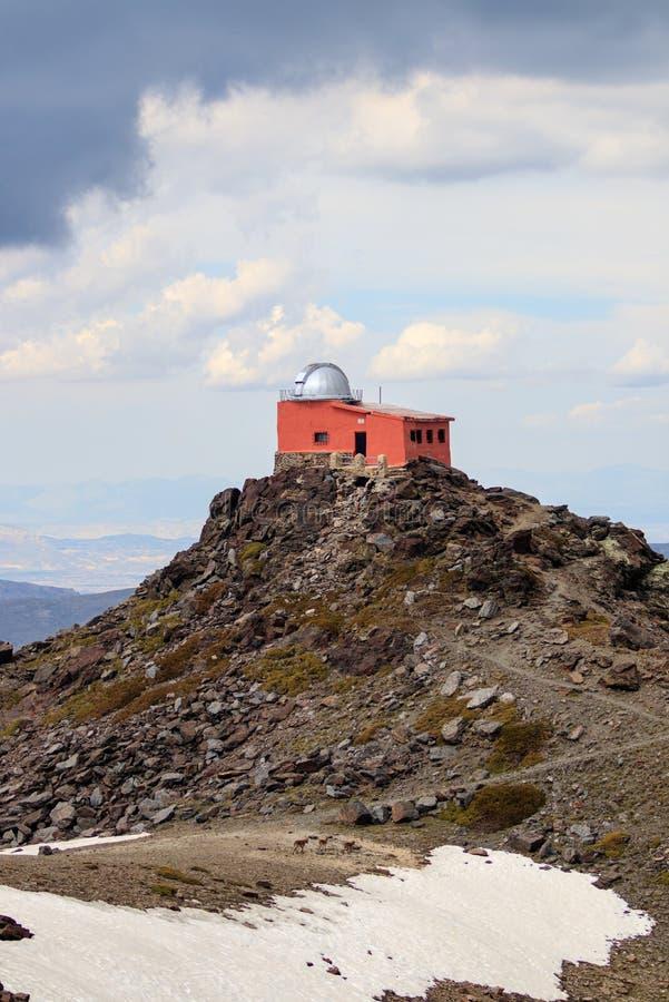 观测所Mojón del trigo在内华达山脉 免版税库存图片