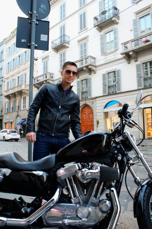 观点的摩托车的一个人有皮夹克的 库存照片