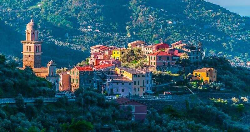 观点的蒙塔莱在拉斯佩齐亚省,利古里亚,意大利 免版税库存图片