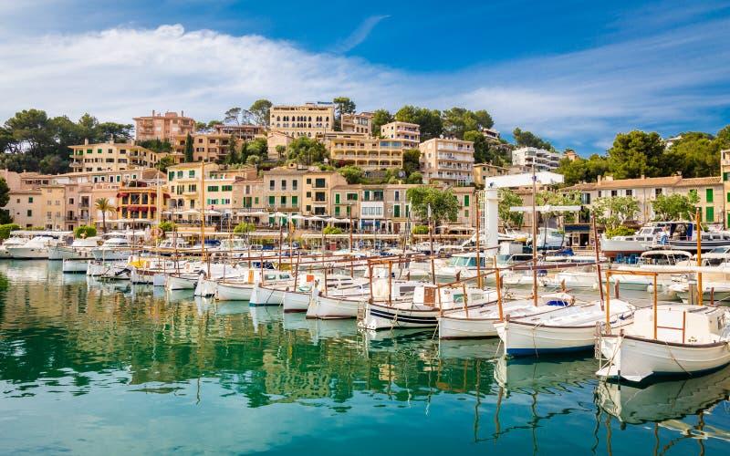 观点的Port de索勒,马略卡海岛,西班牙Medierranea海湾  库存图片