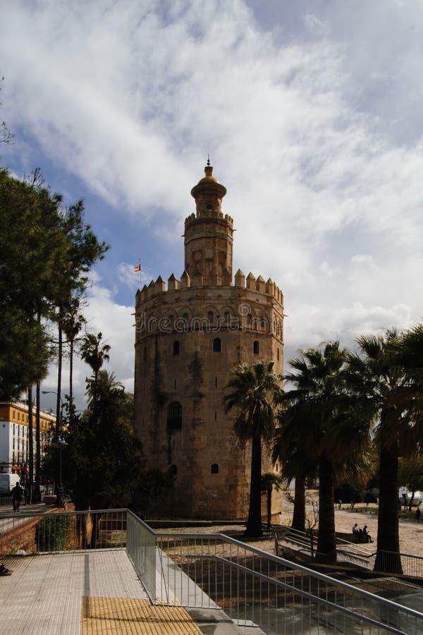 观点的Torre del Oro在塞维利亚,西班牙 免版税图库摄影