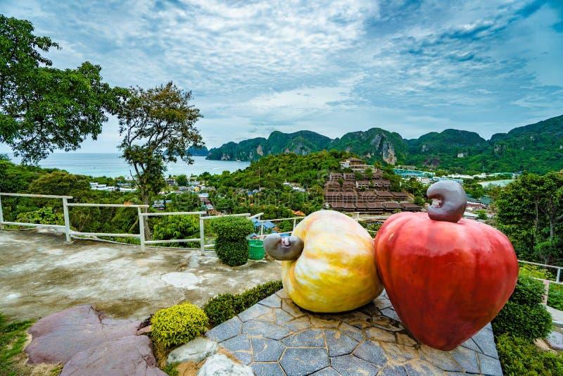 观点酸值发埃发埃唐在安达曼海,普吉岛, Krabi,在泰国南部 免版税图库摄影