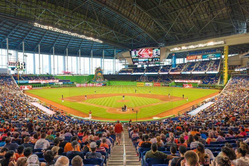 观看棒球比赛的爱好者在迈阿密细索体育场 库存照片