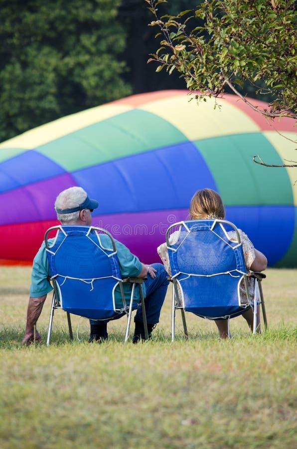 观看的热空气气球填装 免版税库存照片