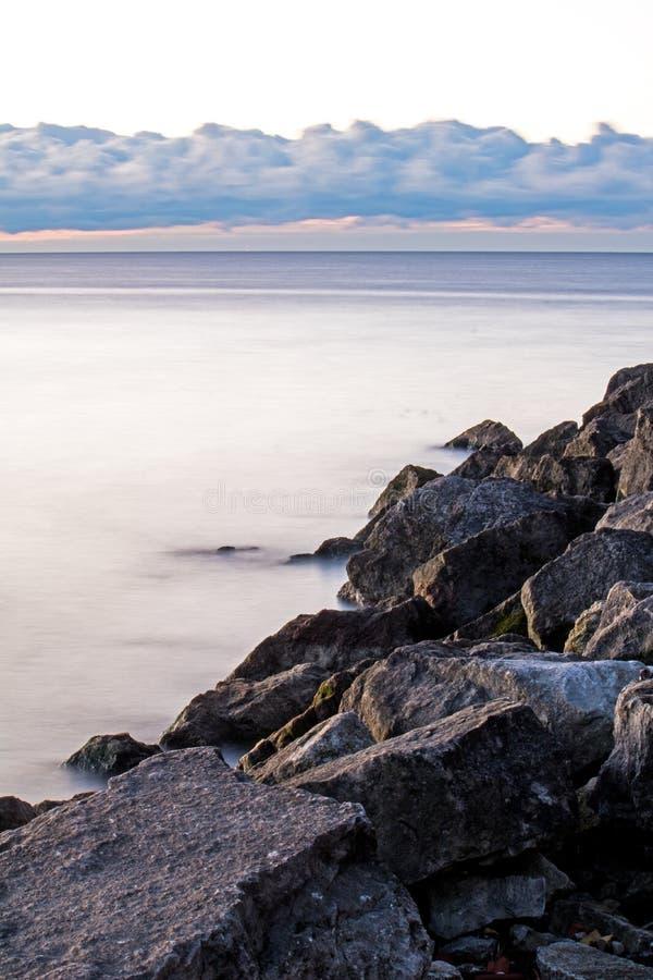 观看过去怡陶碧谷点入安大略湖 库存图片