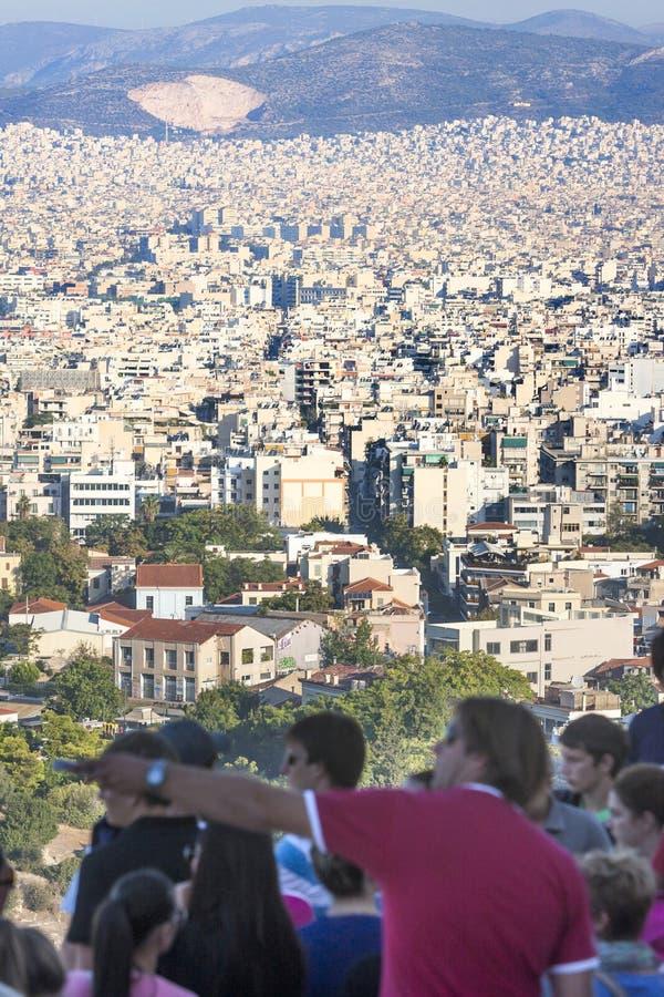 观看雅典的城市全景游人在希腊 库存图片