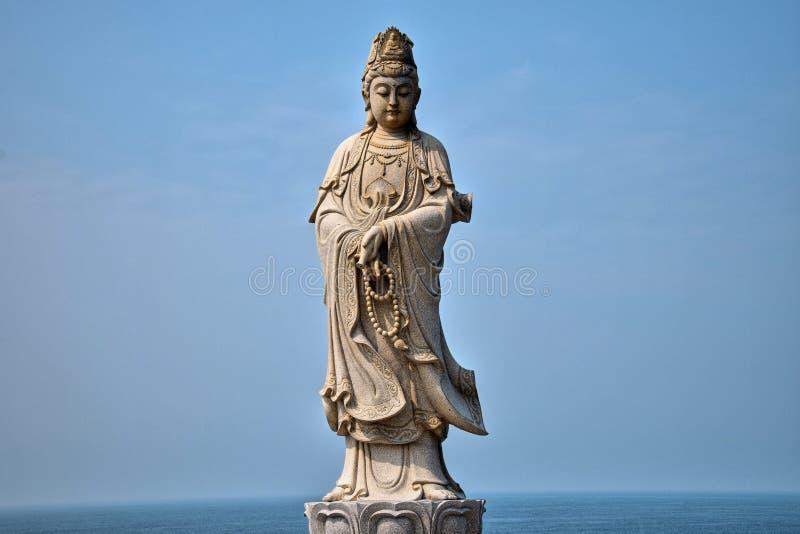 观音工业区Boddhisatva的雕象在茂名,广东,中国附近的鸡海岛 库存照片