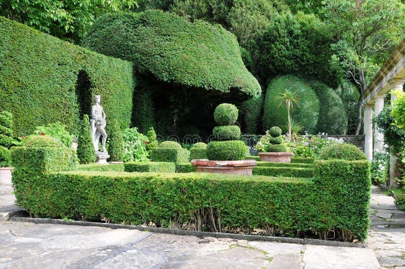 规则式园林修剪的花园 库存照片