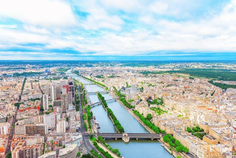 巴黎视图全景从埃佛尔铁塔的 塞纳河的看法 免版税库存照片