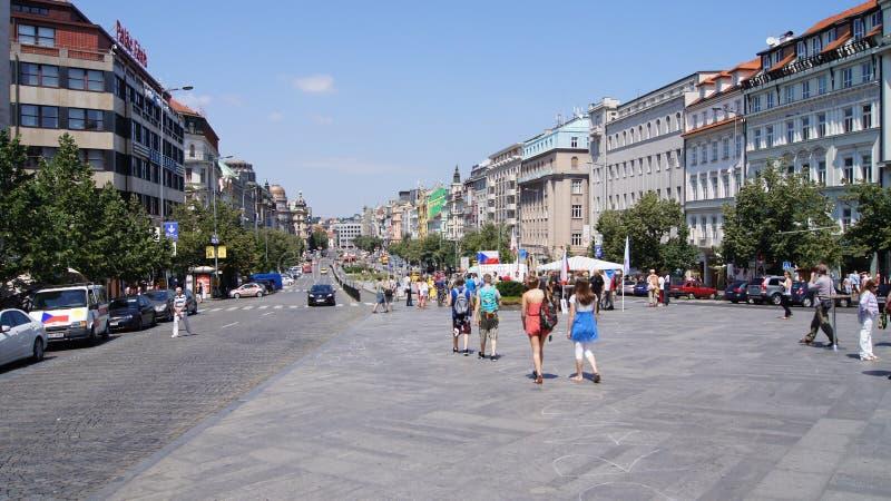视图有人走的St. Wenceslas广场 图库摄影