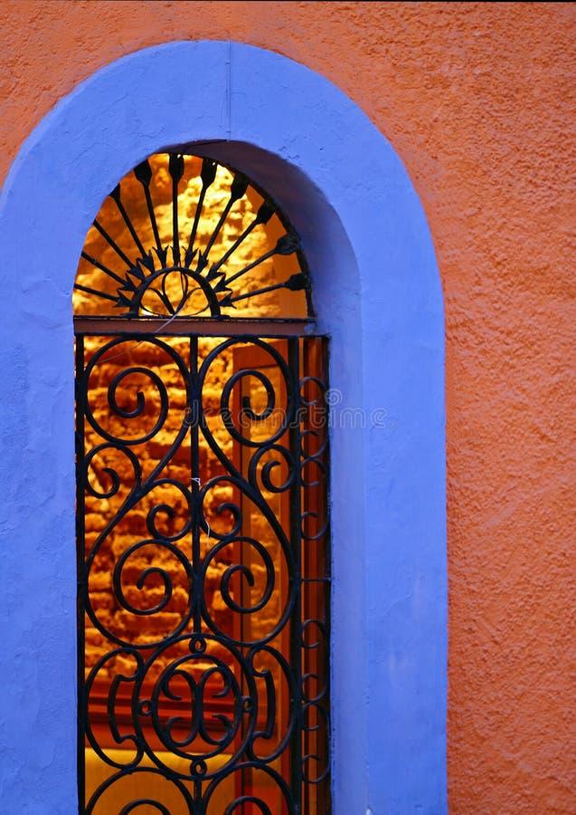 视窗曲拱和铁 图库摄影