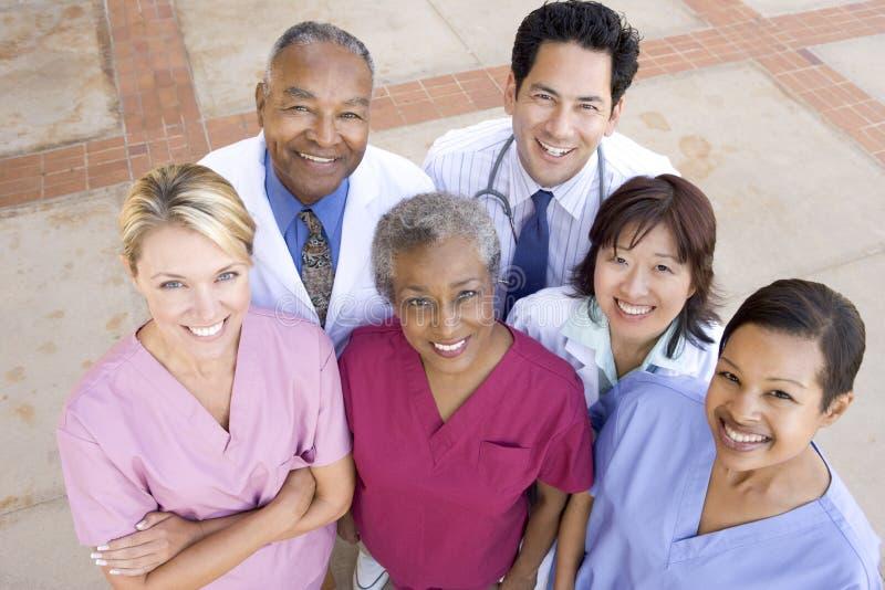 角度高医院工作人员视图 免版税库存图片