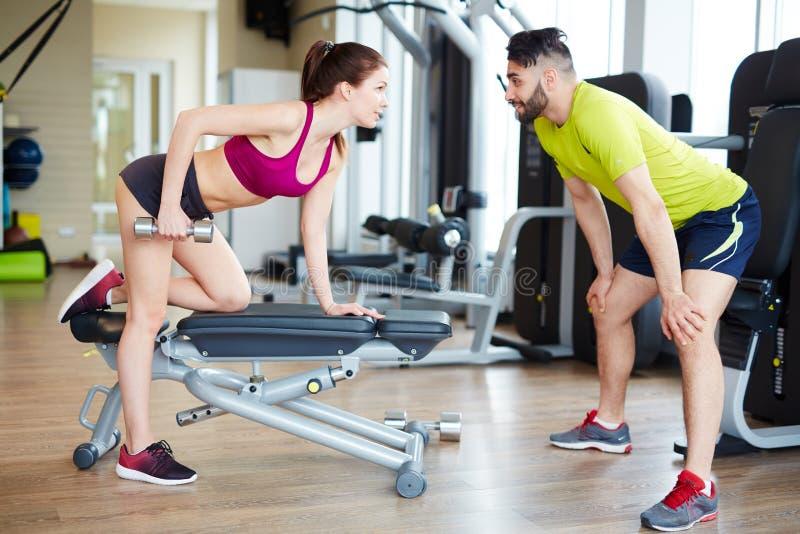解决与健身辅导员 免版税库存图片