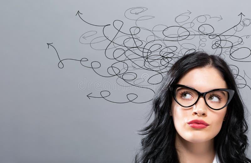 解决与年轻女实业家的一个问题概念 免版税库存图片
