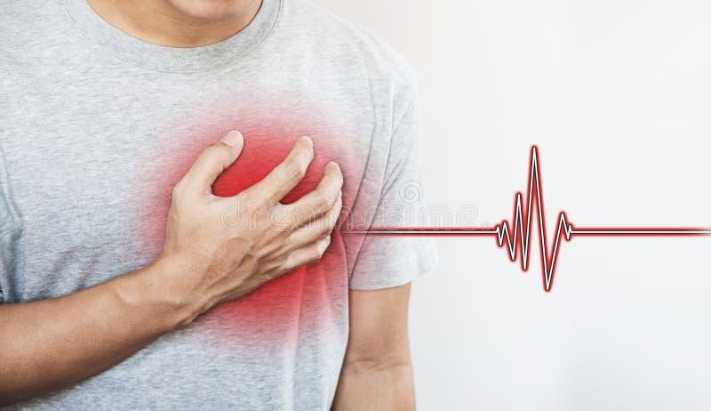 触动他的心弦,与心脏脉冲标志的一个人 心脏病发作和其他心脏病 库存图片