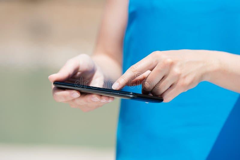 触摸屏巧妙的电话 免版税库存图片