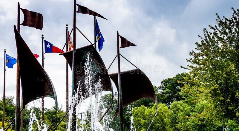 詹姆斯敦,美国- 2015年8月8日:在commemor的旗子 免版税图库摄影