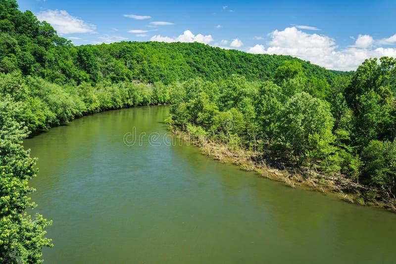 詹姆斯河在美好的春日 图库摄影