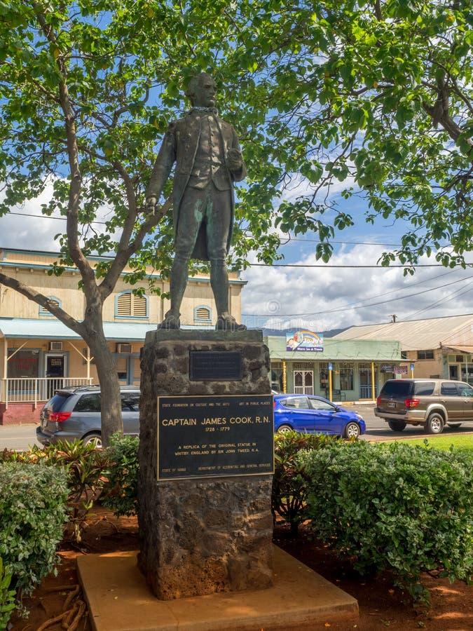 詹姆斯・库克雕象在Waimea镇 免版税库存图片