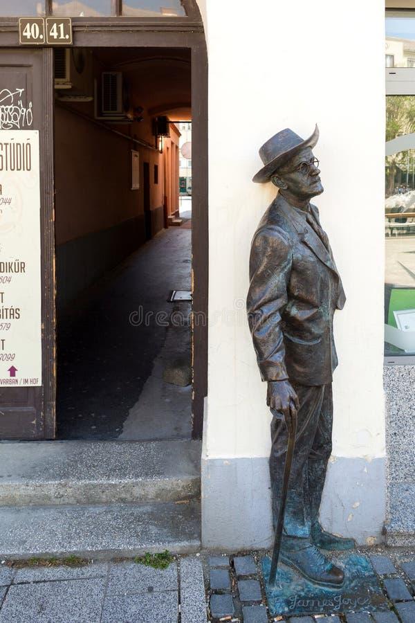 詹姆斯Jpyce雕象在松博特海伊,匈牙利 库存照片