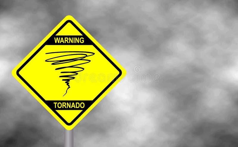 警告龙卷风标志路 黄色反对灰色天空的危险警报信号