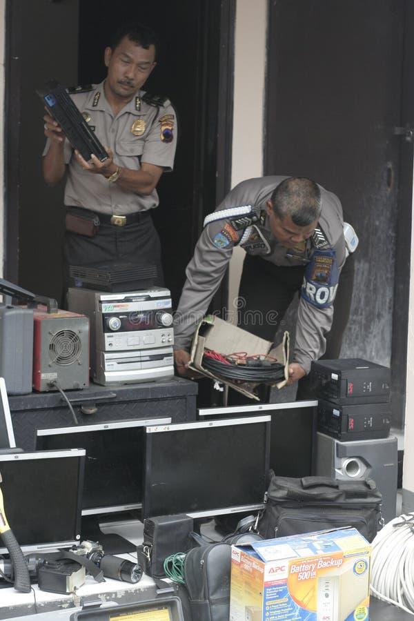 警察举办回赎权的取消数百证据反对罪行结果 库存图片
