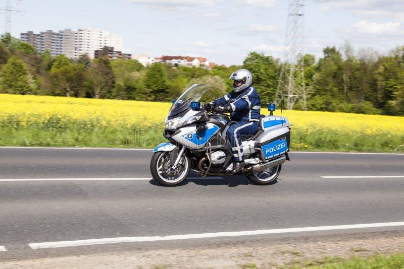 警察保护第51自行车种族 库存图片