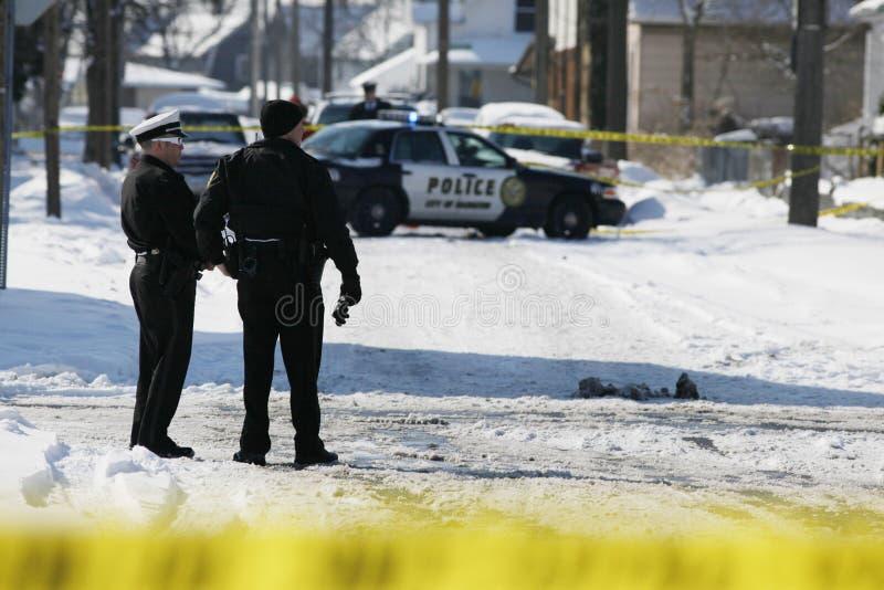 Download 警察在现场 编辑类图片. 图片 包括有 结构树, 猎枪, 生活, 暴力, 但是, 傲慢, 嫌疑犯, 杀害 - 72369125