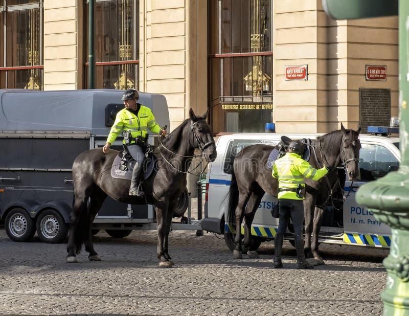 警察在马背上,布拉格,捷克 免版税库存图片