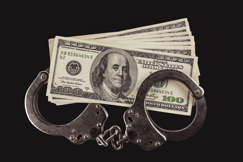 警察手铐和一百美元票据 库存图片