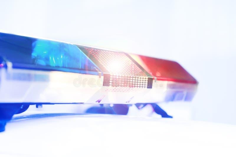 警车的红色和蓝色轻的敷金属纸条 在警车的警报器 库存图片