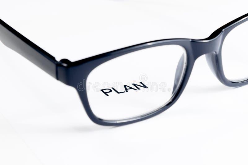 计划词把玻璃透镜,企业概念进行下去 免版税库存图片