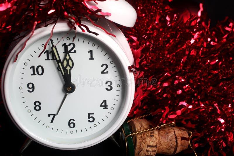 计数在前夕新年度下的时钟 库存照片