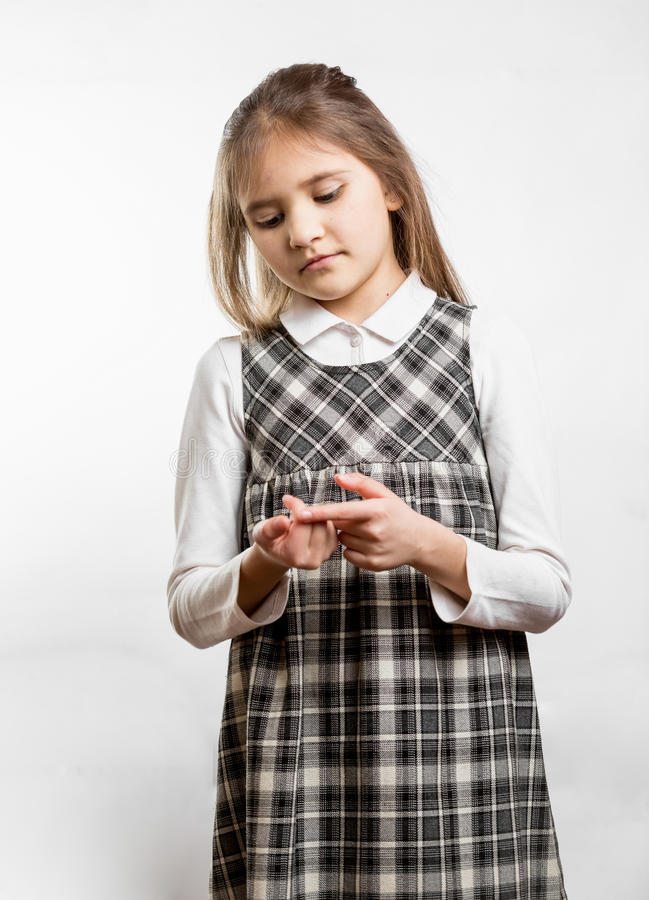 计数在手指的小女小学生 免版税库存照片