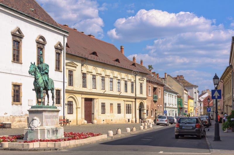 计数安德拉什哈迪克-布达佩斯骑马雕象  图库摄影