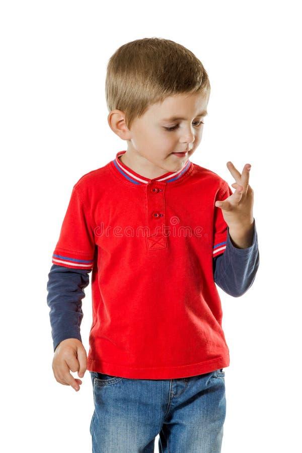 计数手指的年轻男孩 免版税图库摄影
