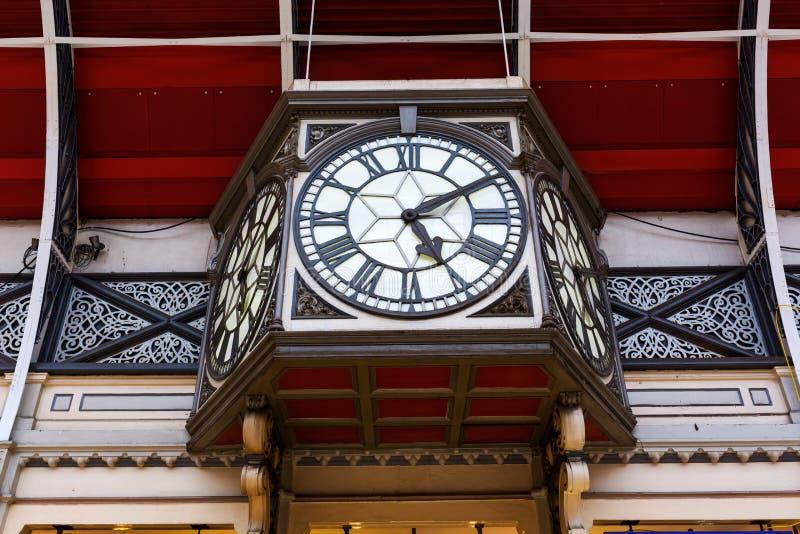 计时在Cross国王驻地在伦敦 库存图片