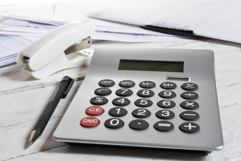 计算器和订书机 免版税库存图片