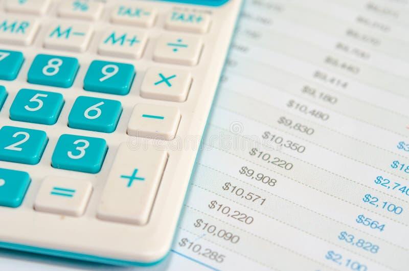 计算器和财政决算 库存图片