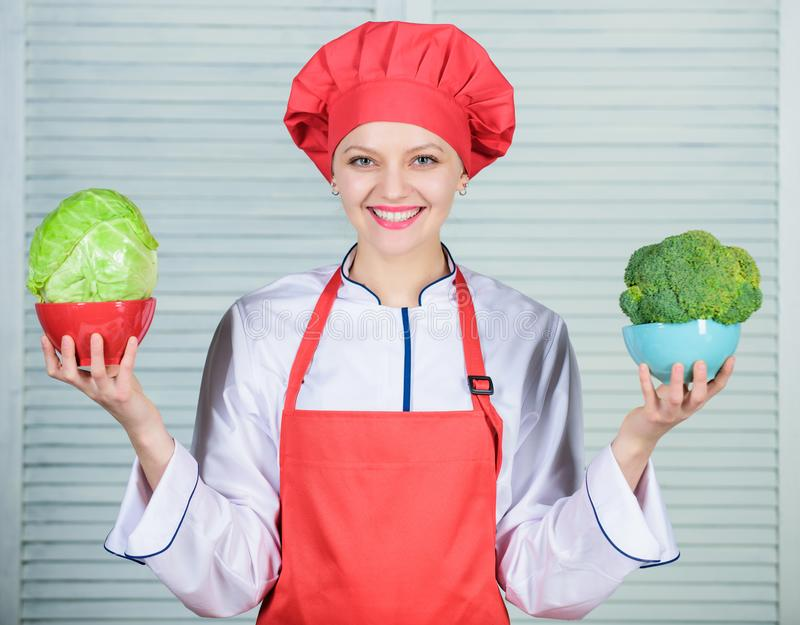 计算您的食物服务大小 饮食和节食的概念 多少个部分您要不要吃 计算正常 免版税库存图片