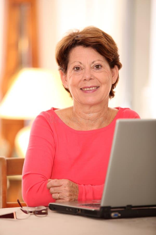 计算机前辈妇女 库存照片