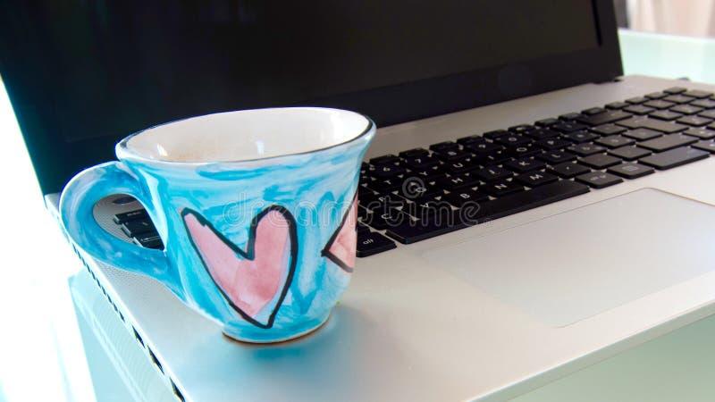 计算机和咖啡的激情 库存图片