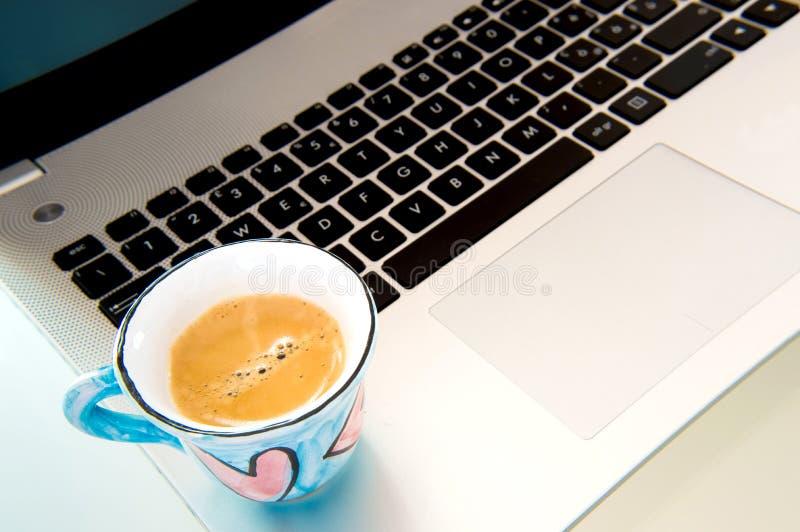 计算机和咖啡的激情 图库摄影