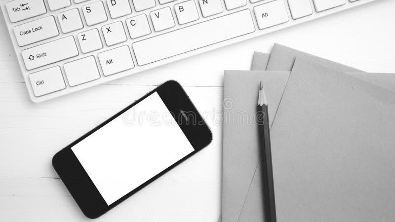 计算机和手机有包装纸的和铅笔黑色和whi 图库摄影