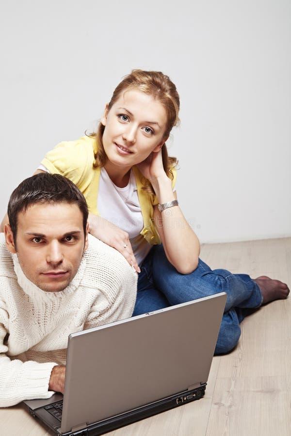 计算机夫妇膝上型计算机 免版税库存图片