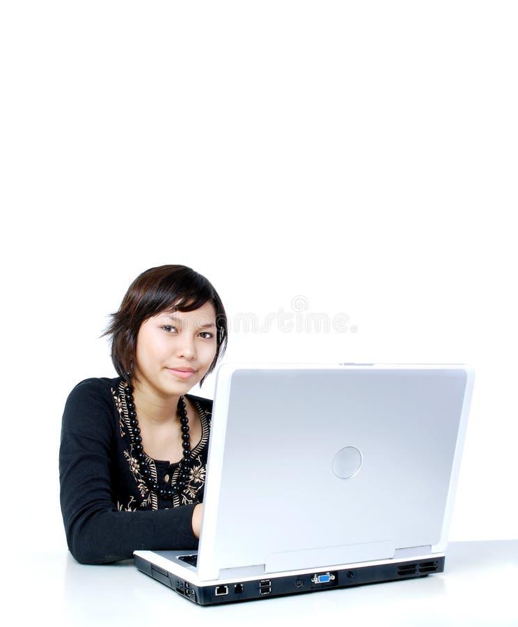 计算机女孩工作 免版税库存照片